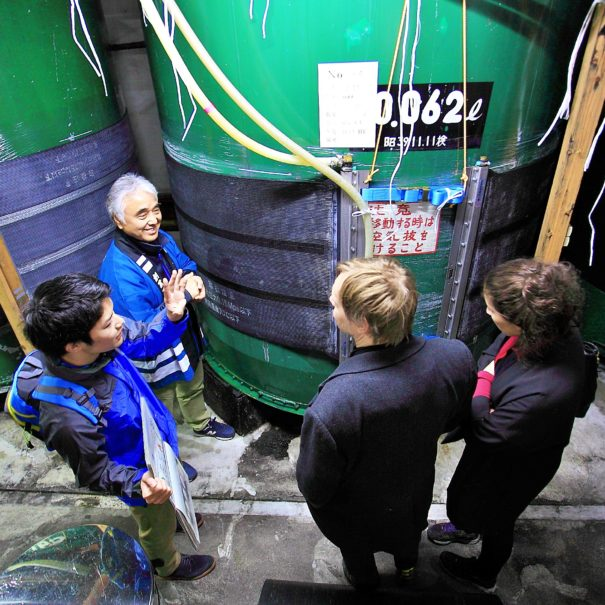European guests learning the way to brew sake in Hida