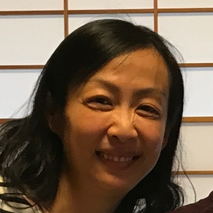 中国系の中年カナダ人女性