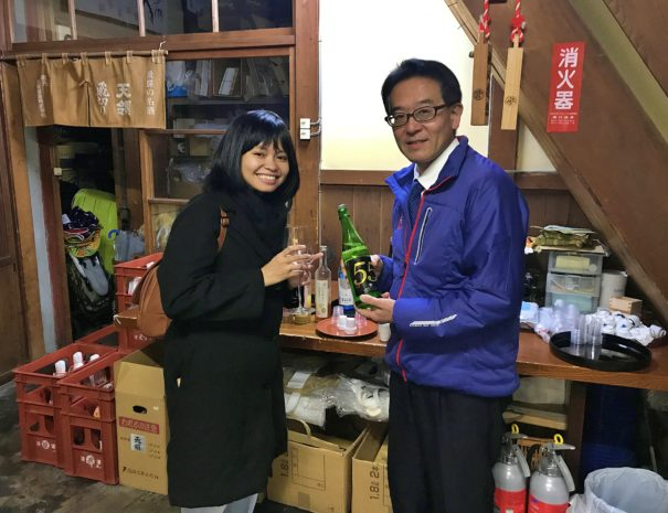 A sake shopper entertaining the guest from Indonesia