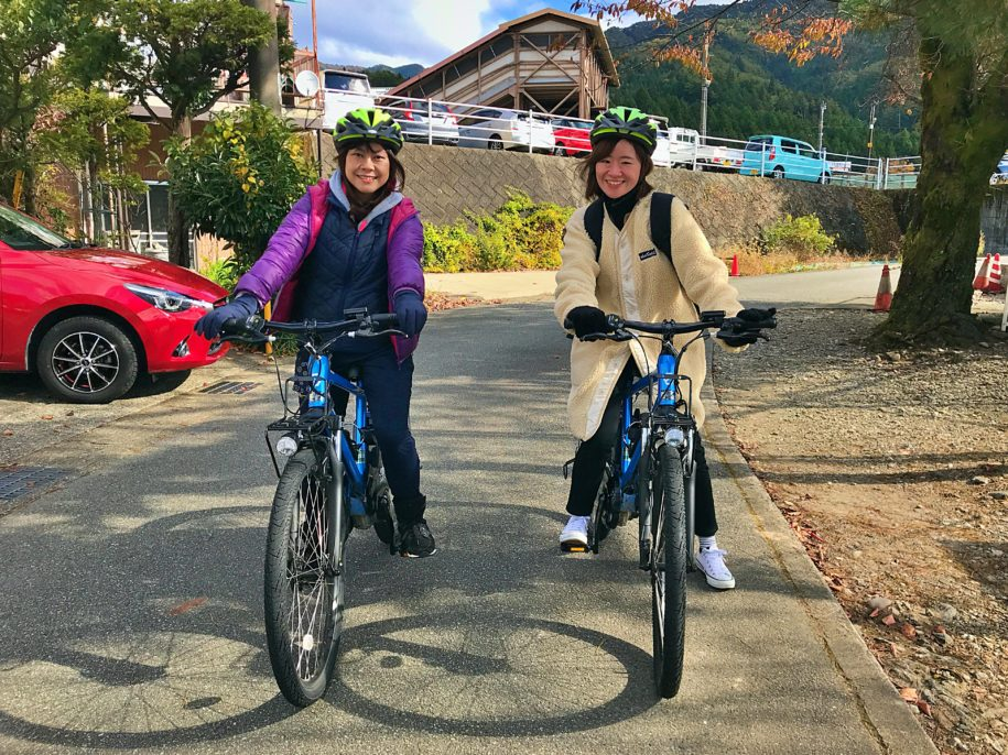 E-Bikeツアー出発前の女子旅グループ